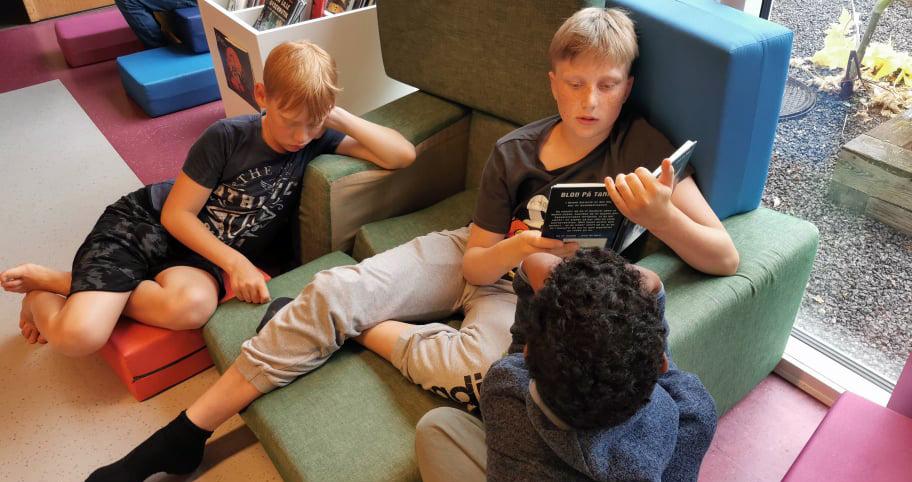 Sommerlæsecamp på Rønne Bibliotek - se indslag fra TV2Bornholm