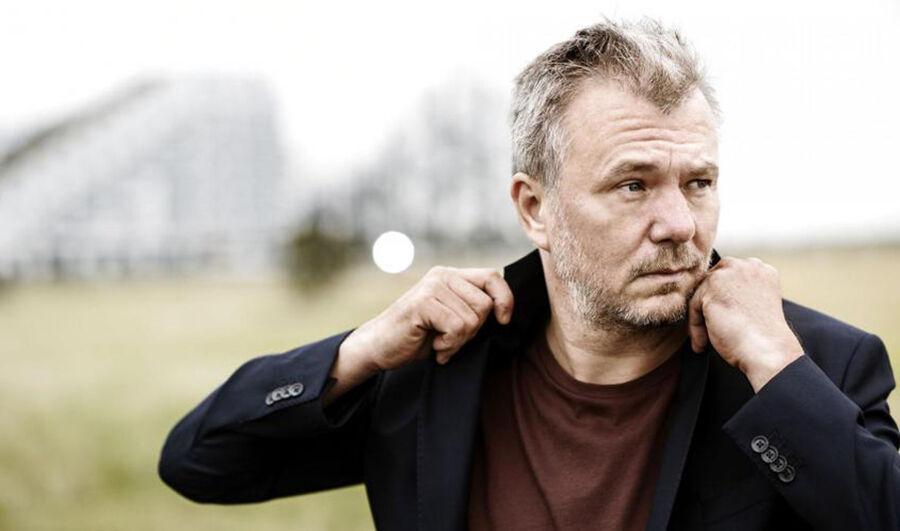2200 Noir - Hvem er Jesper Stein? Læs mere på Forfatterweb.